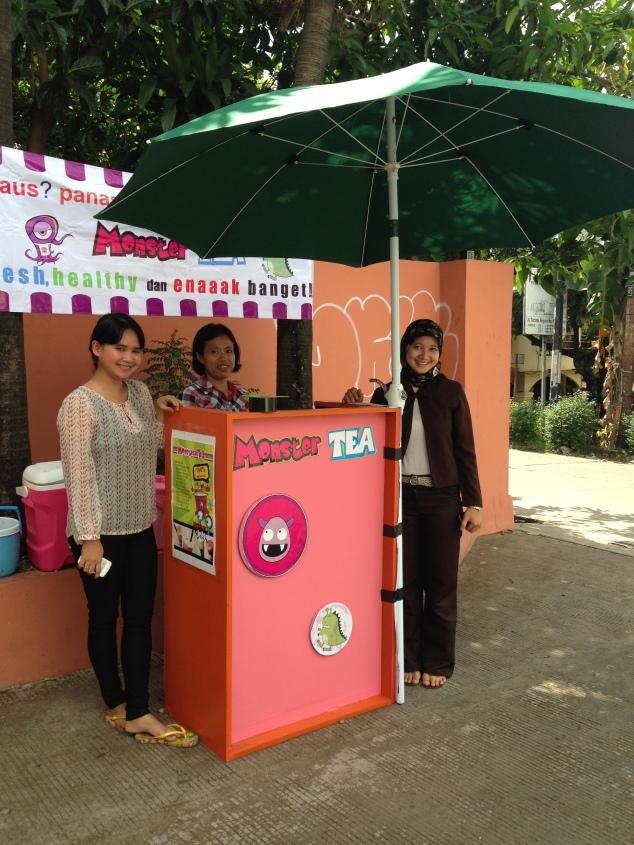 2 owner Monster Tea Ciputat, mbak Yuni dan Mbak Ita.